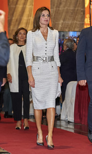 Queen Letizia of Spain paired her dress with pewter pumps.