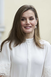 Queen Letizia of Spain wore her hair down in a side-parted, layered style at the Microfinanzas BBVA 10th anniversary.