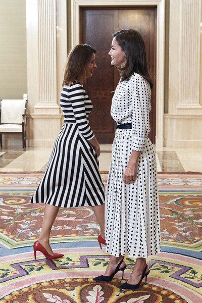 More Pics of Queen Letizia of Spain Medium Curls (4 of 30) - Medium Curls Lookbook - StyleBistro [letizia,audiences,audiences,r,white,pattern,clothing,dress,yellow,fashion,design,room,black-and-white,spain,zarzuela palace,madrid]