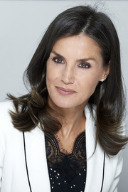 Queen Letizia of Spain wore her hair down with flipped ends while attending the 'Inclusion of Disability in News Media' forum.