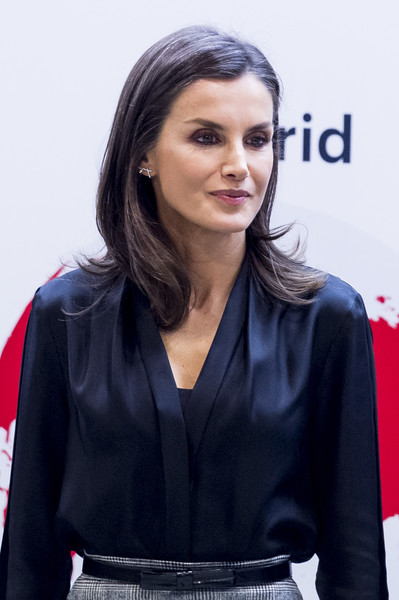 Queen Letizia of Spain accessorized with a bowed black leather belt at the International Friendship Award.
