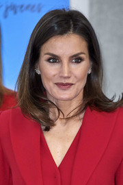 Queen Letizia of Spain wore her hair in a lob with an off-center part at the Premio Fundacion Princesa de Girona 2019.