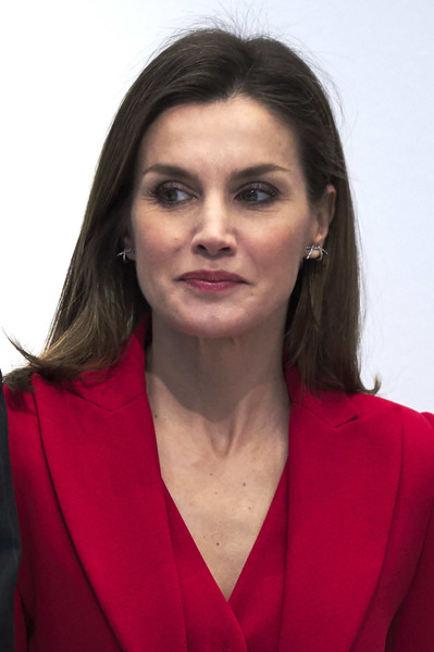 Queen Letizia of Spain Medium Straight Cut [hair,face,eyebrow,hairstyle,chin,forehead,lip,long hair,portrait,smile,spanish royals attend the commemoration of capitulations,the commemoration of capitulations,valladolid,spain,miguel delibes cultural center,letizia]