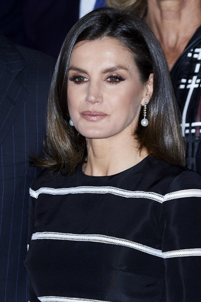 Queen Letizia of Spain Mid-Length Bob [hair,face,eyebrow,hairstyle,beauty,chin,long hair,premiere,lip,black hair,letizia,madrid,spain,royal theater,spanish royals attend closure of world law congress,world law congress,closure]