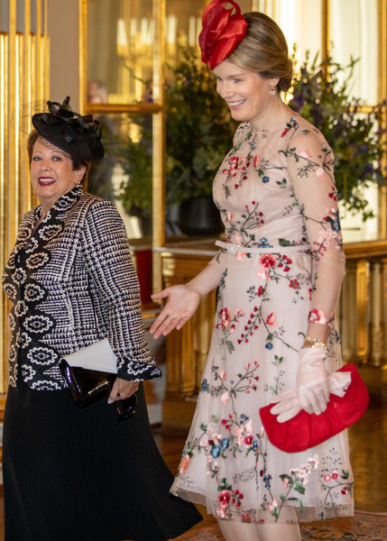 Queen Mathilde of Belgium Leather Clutch [white,clothing,fashion,yellow,lady,dress,tradition,costume,outerwear,textile,peter cosgrove,mathilde of belgium,lady cosgrove,h.e.,belgium,royal palace,brussels,commonwealth of australia on ofiicial visit,visit]