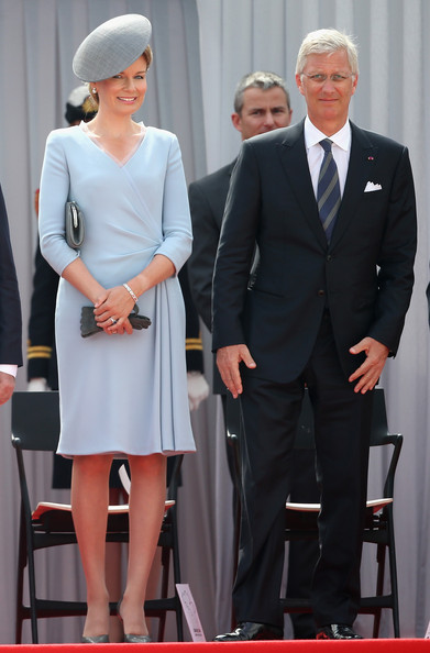 Queen Mathilde of Belgium Wrap Dress [fashion,dress,event,suit,formal wear,white-collar worker,gesture,style,mathilde of belgium,philippe of belgium,herbert asquith,service,great britain,belgium,anniversary,remembrance ceremony,war,ww1 100 years commomoration ceremony]
