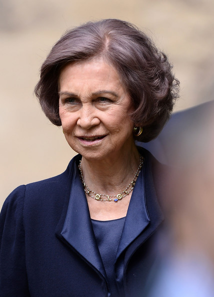 Queen Sofia Bob [chin,official,white-collar worker,businessperson,portrait,wrinkle,smile,spokesperson,sofia of spain,queen,oxford,spain,england,oxford university,exeter college,visit]