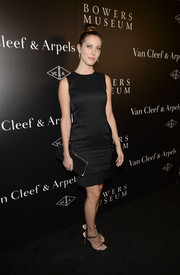 Eva Amurri teamed her dress with gold evening sandals for a totally sophisticated look.