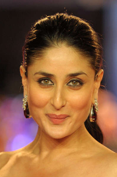 More Pics of Kareena Kapoor Smoky Eyes (5 of 10) - Kareena Kapoor Lookbook - StyleBistro