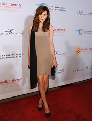 Michelle Monaghan topped off her chic sheath dress with classic black platform pumps.