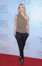 Stephanie March gave her red carpet look an avante-garde look with gray asymmetrical ankle boots.