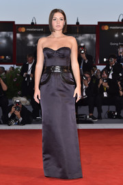 Adele Exarchopoulos went for edgy glamour in a strapless midnight-blue corset gown by Louis Vuitton at the Venice Film Festival premiere of 'Racer and the Jailbird.'