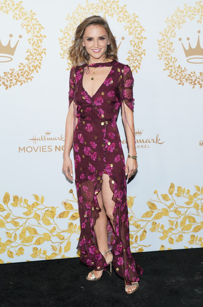 Rachael Leigh Cook Wrap Dress [hallmark movies and mysteries - arrivals,clothing,fashion model,dress,purple,fashion,hairstyle,red carpet,carpet,neck,haute couture,rachael leigh cook,pasadena,california,tournament house,hallmark channel,winter tca tour,hallmark movies and mysteries 2019 winter tca tour]