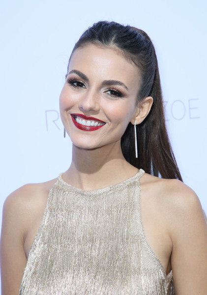 Victoria Justice kept it youthful with this ponytail at the Rachel Zoe Spring 2019 presentation.