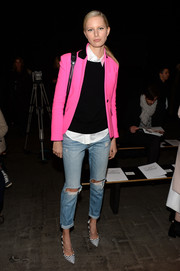 Karolina Kurkova went for a grunge-chic finish with a pair of ripped jeans.