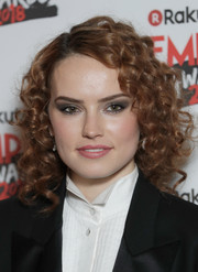 Daisy Ridley contrasted her cute hairstyle with an edgy smoky eye.