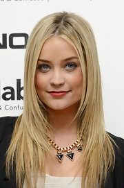 Laura Whitmore looked hip at the Rankin Collabor8te premiere with her face-framing layers.
