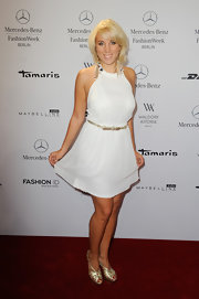 Annemarie Eilfeld stuck to a little white dress with a silver bow belt at the Hien Lie runway show.