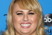 Rebel Wilson Long Wavy Cut with Bangs