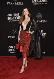 For her shoes, Bella Thorne chose a pair of chic red ankle-strap sandals.