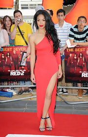 Sarah-Jane Crawford opted for all red on the carpet when she opted for this one-shoulder body con dress that featured a daring leg slit.