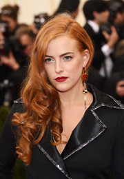 Riley Keough complemented her 'do with chunky gold dangle earrings.