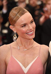 Kate Bosworth dressed up her simple hairstyle with a heavenly pair of pearl, gold, and diamond chandelier earrings.