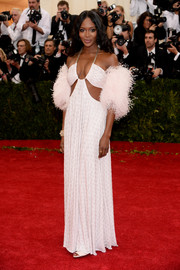 Naomi Campbell dressed up her slinky gown with a pale-pink ostrich feather stole.