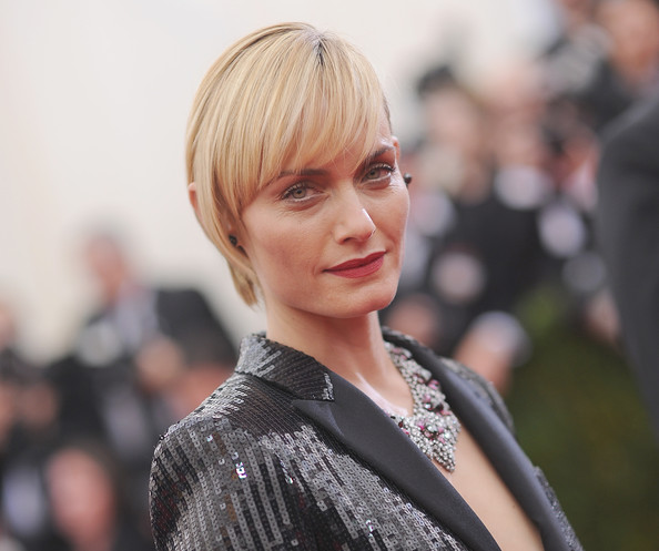 Amber Valletta looked oh-so-cool at the Met Gala wearing this breezy short 'do.
