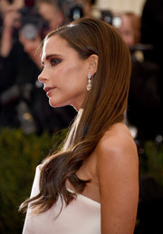 Victoria Beckham walked the Met Gala red carpet wearing a long 'do that was sleek on top and wavy down the ends.