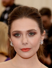 Elizabeth Olsen looked oh-so-pretty at the Met Gala wearing this bushy ponytail.