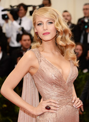 Blake Lively worked the Met Gala red carpet wearing an Old Hollywood-glam hairstyle.