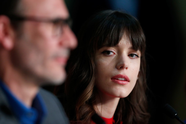 More Pics of Stacy Martin Medium Wavy Cut with Bangs (5 of 12) - Shoulder Length Hairstyles Lookbook - StyleBistro [face,hair,cheek,nose,head,eyebrow,hairstyle,chin,fun,human,michel hazanavicius,stacy martin,r,redoubtable le redoutable,cannes,france,press conference,cannes film festival,palais des festivals]