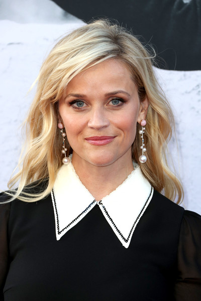 Reese Witherspoon Dangling Pearl Earrings [hair,blond,human hair color,beauty,hairstyle,long hair,smile,layered hair,brown hair,girl,california,hollywood,dolby theatre,american film institutes 45th life achievement award gala tribute,reese witherspoon,diane keaton - arrivals,diane keaton]
