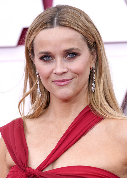 Reese Witherspoon Long Straight Cut [forehead,joint,skin,lip,chin,smile,lipstick,shoulder,eyebrow,facial expression,supermodel,hair,hair coloring,lips,color,forehead,joint,los angeles,california,annual academy awards,hair coloring,blond,brown hair,layered hair,hair,long hair / m,long hair,supermodel,lips,color]