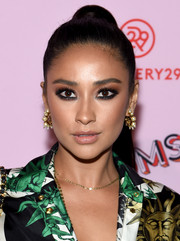 Shay Mitchell rounded out her fabulous look with a pair of pearl hoops.