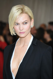 Karlie Kloss looked cool wearing this asymmetrical bob at the 2017 Met Gala.