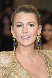Blake Lively complemented her dazzling dress with a pair of dangling earrings by Lorraine Schwartz.