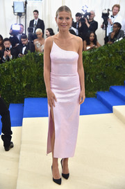 Gwyneth Paltrow went minimalist-chic in a pink one-shoulder sequin dress by Calvin Klein at the 2017 Met Gala.