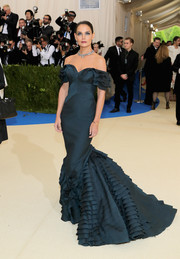 Katie Holmes made a gorgeous entrance in a teal off-the-shoulder mermaid gown by Zac Posen at the 2017 Met Gala.