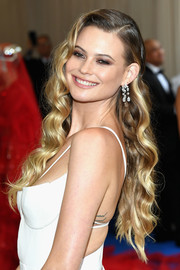 Behati Prinsloo showed off an Old Hollywood-glam hairstyle at the 2017 Met Gala.