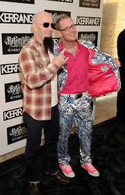 Corey Taylor looked really conspicuous in his neon-pink sneakers, not to mention his flamboyant suit, at the 2011 Kerrang! Awards.