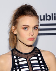 Holland Roden was rocker-glam at the Republic Records Grammy celebration wearing this messy ponytail.