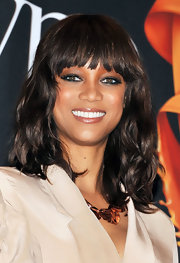 Tyra Banks added a metallic touch to her look with a smoky bronze shadow.