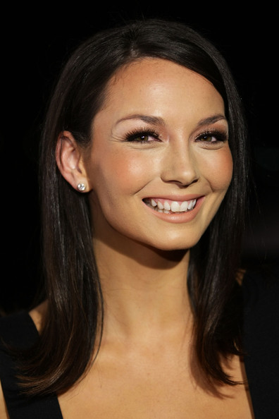 Ricki Lee Coulter Medium Straight Cut