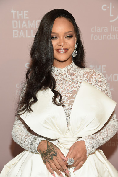 Rihanna attended the 2018 Diamond Ball rocking a massive Chopard rock on her finger.
