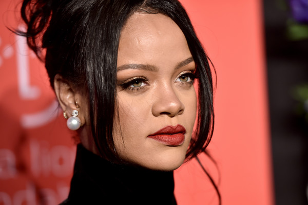 Rihanna went for classic styling with a pair of pearl studs at the 2019 Diamond Ball.