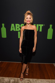 Rita Ora complemented her LBD with strappy black heels by Chloe Gosselin.