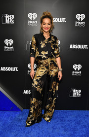 Rita Ora looked refined in a black and gold print blouse by Vera Wang at the 2017 iHeartRadio Jingle Ball Tour.