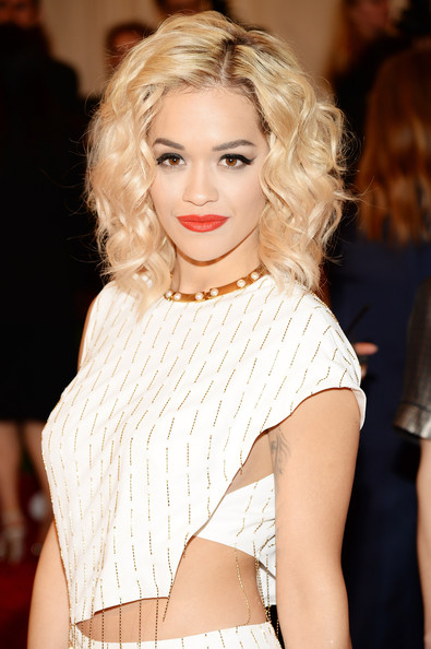 Rita Ora Medium Wavy Cut